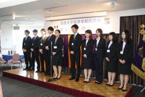 学生会を代表してスピーチする中山香澄さん