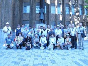 拓殖大学 桂太郎銅像前